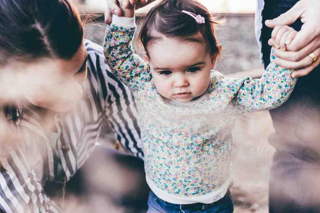 Comment accueillir un bébé adopté au sein de sa famille